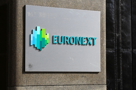 AMSTERDAM, NETHERLANDS - JULY 9, 2017: Euronext sign in Amsterdam. Euronext NV is a European stock exchange in Amsterdam, Brussels, London, Lisbon and Paris. 報道画像