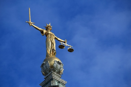 Justice statue. London, UK - Central Criminal Court also known as Old Bailey. 版權商用圖片