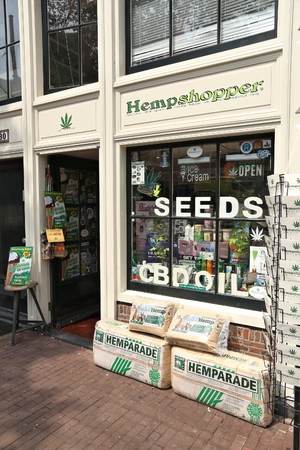 AMSTERDAM, NETHERLANDS - JULY 7, 2017: Cannabis seed shop in Amsterdam, Netherlands. Marijuana can be legally sold in Netherlands for personal consumption. Stockfoto - 115573218