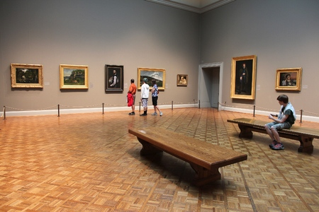 CHICAGO, USA - JUNE 28, 2013: Visitors admire art at famous Art Institute of Chicago. It is the 2nd largest art museum in the US with 1 million square feet of area. Éditoriale