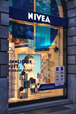 BERLIN, GERMANY - AUGUST 26, 2014: Nivea store in Unter den Linden, Berlin. Nivea is a brand of Beiersdorf, German personal care company. It dates back to 1882. Stock fotó - 115573441