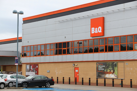 SHEFFIELD, UK - JULY 10, 2016: B&Q store in Sheffield, Yorkshire, UK. B&Q is a DIY and outdoor specialist store chain owned by Kingfisher Plc. Redactioneel