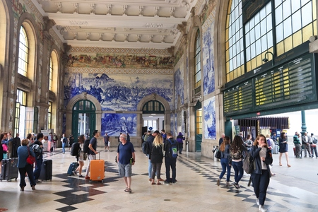 PORTO, PORTUGAL - MAY 24, 2018: People visit Sao Bento Station in Porto, Portugal. The railway station dates back to 1864 and is one of main train stations in Portugal. 에디토리얼