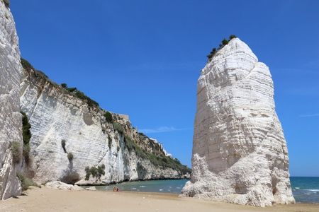 Gargano National Park in Italy - Pizzomunno Beach in Vieste. Imagens