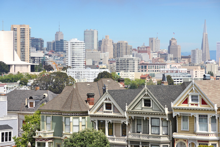 San Francisco skyline with Alamo Square in foreground. Фото со стока