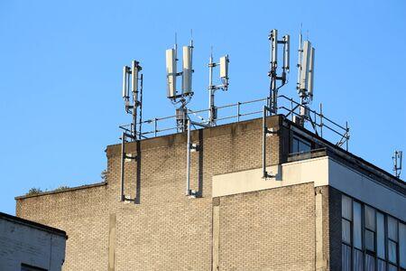 英国ロンドンの都市ビルの携帯電話送信機。