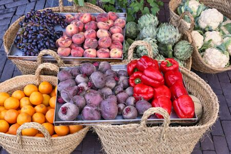Organic food shop in Amsterdam, Netherlands. Display of beetroot, peppers, artichoke, peach and grapes. 版權商用圖片