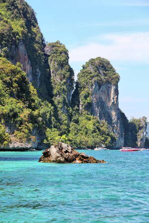 Ko Phi Phi Don island in Krabi province. Thailand, Southeast Asia - Thai marine national park landscape. Banque d'images