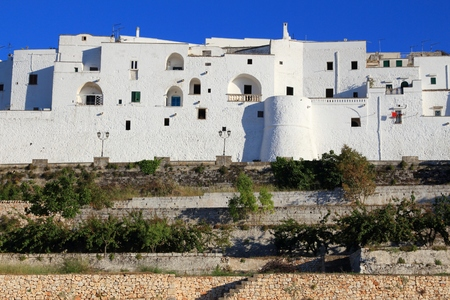 Italy white town of Ostuni. Apulia region. Banque d'images - 121952767