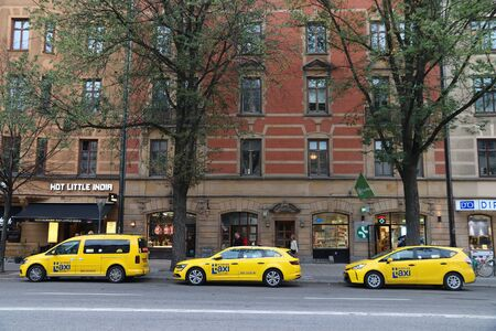 STOCKHOLM, SWEDEN - AUGUST 22, 2018: Yellow taxi cab in Stockholm. Taxi service market in Sweden is relatively liberal. 新聞圖片