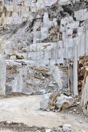 Cantera de mármol de Carrara en Colonnata. Obras de mármol de Miseglia. Montañas de los Alpes Apuanos.