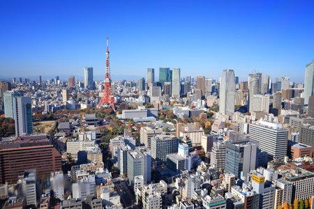 Tokio, Japonia - 2 grudnia 2016: Widok na gród Tokio. Tokio to stolica Japonii. Na obszarze miejskim mieszka 37,8 mln ludzi.