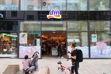 LEIPZIG, GERMANY - MAY 9, 2018: People visit DM DrogerieMarkt store at Grimmaische Street in Leipzig, Germany. Grimmaische Strasse is the heart of Leipzigs pedestrianized shopping area. 新聞圖片