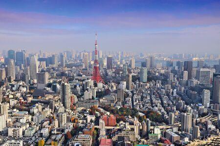 도쿄 스카이라인 - 롯폰기와 미나토구가 있는 공중 도시 전망. 스톡 콘텐츠