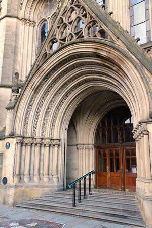 Manchester City Hall doorway portal - old landmark in North West England (UK). Imagens