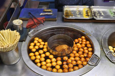 Taiwan night food market - Raohe Night Market in Taipei. Deep fried fish balls (locally known as spicy fish eggs). 스톡 콘텐츠