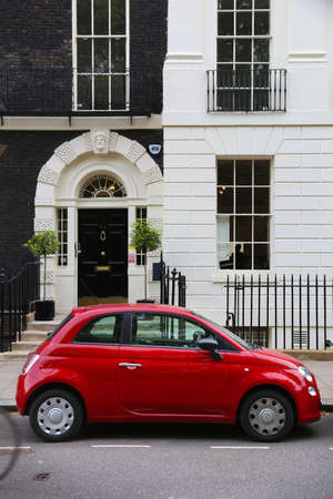 LONDON, UK - JULY 6, 2016: Fiat 500 small city car parked in London, UK. There are 2.6m cars registered in London. Redakční