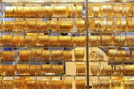 Dubai Gold Market (Gold Souq) - popular wholesale and retail jewelry market place. 版權商用圖片 - 147811548