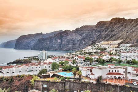 Tenerife, Canary Islands, Spain - famous Gigantes, enormous cliffs and Puerto de la Cruz. Banque d'images - 150887144