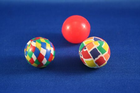 3 つのゴム製球