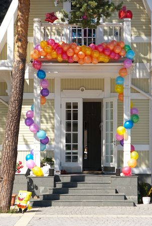 lawn party: The house with balloons #4