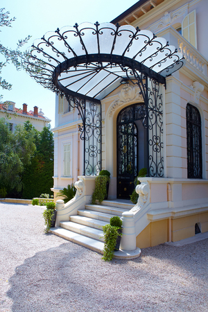 porch steps Standard-Bild