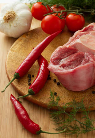 red skinned: Raw oxtail with ingredients on cut board  Stock Photo