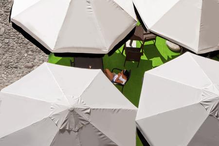 umbella: white umbrellas
