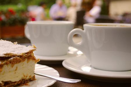 cream on cake: pastel de crema y caf�