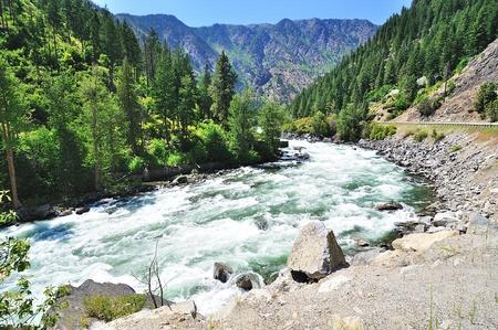 De stromende rivier Wenatchee