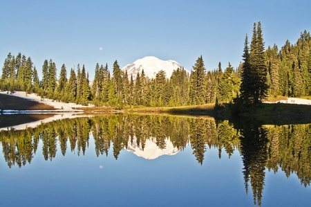 mt  hood national forest: The Mirror lake and the mount hood