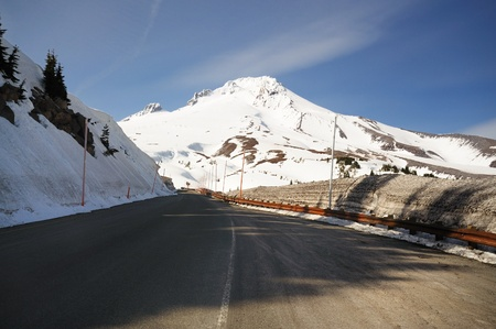 mt  hood national forest: Beautiful view of Mounthood from road