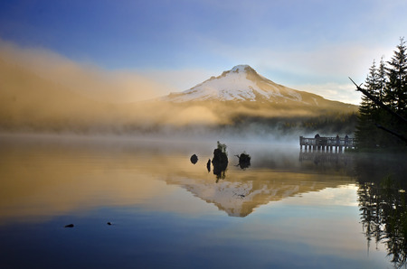 oregon cascades: Beautiful Trillium Lake and Mt Hood Stock Photo