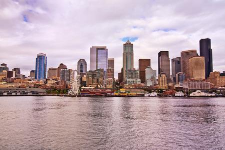 Het uitzicht van de binnenstad van Seattle van Veerboot