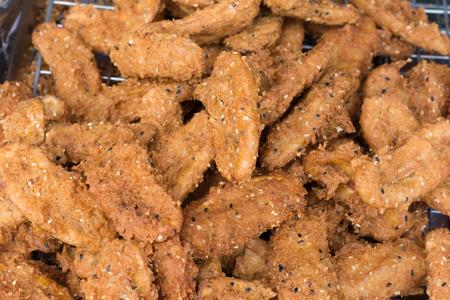platanos fritos: Alimentos, comida tailandesa, los plátanos fritos en la bandeja.