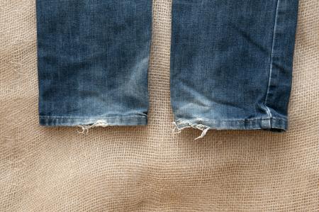 vestidos antiguos: Foto antigua de ropa en el fondo de la tela
