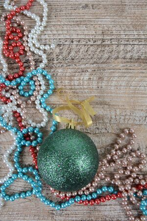 Christmas decorations beads and balls on the table Zdjęcie Seryjne - 126894725