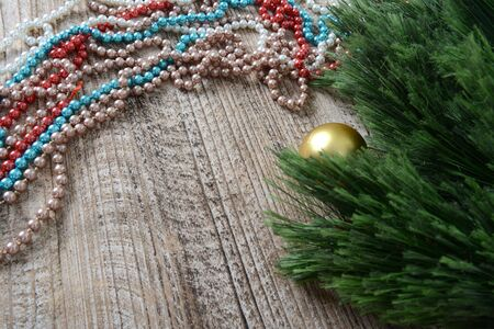 Christmas decorations beads and balls on the table Zdjęcie Seryjne - 126894722