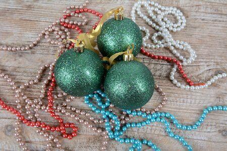 Christmas decorations beads and balls on the table Zdjęcie Seryjne