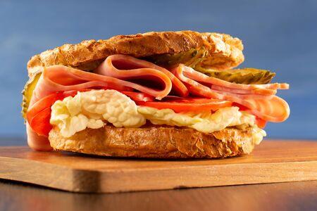 Beautiful sandwich. Fried toast, cucumber and ham Zdjęcie Seryjne