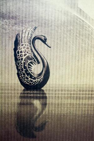 Der Schwan Zeichnung auf rauem Papier Standard-Bild