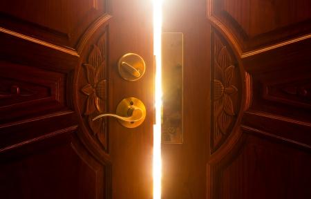 開いたドアの光