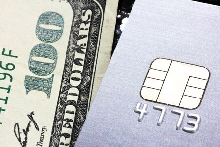 choose to pay by credit card or cash Banco de Imagens