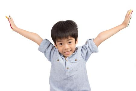 porgere: ragazzo carino estendere le braccia isolato su sfondo bianco