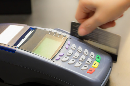 Hand Swiping Credit Card In Store Standard-Bild - 47837922