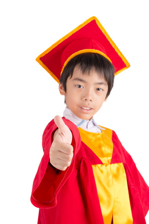 toga y birrete: Cute Little Boy Wearing Red Gown Kid Graduation With Mortarboard Isolated On White Background
