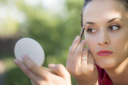 femme mari�e: Jeune femme et mari�, simple maquillage Banque d'images