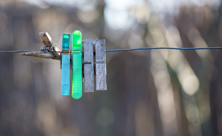 Old hooks for laundry on wire Standard-Bild