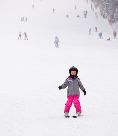 Little child learning to ski Standard-Bild - 106318206