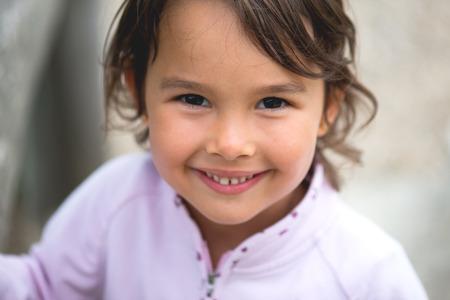Little girl smilling at camera Standard-Bild - 110837877